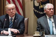 US-Präsident Donald Trump und sein Aussenminister Rex Tillerson. Bild: Brendan Smialowski/AFP (Washington, 30. Juni 2017)