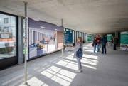 Besucher sehen sich den Rohbau des neuen «Zentrum Pilatus» in Kriens an. (Bild: Philipp Schmidli / LZ (Kriens, 28. Oktober 2017))