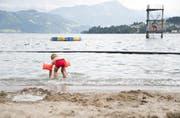 Wer in die Badi gehen will, tut dies am besten am Dienstag oder am Wochenende. (Bild: Archiv Neue LZ / Manuela Jans-Koch)