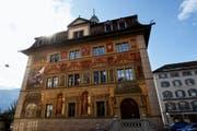 Das Rathaus am Hauptplatz in Schwyz (Symbolbild). (Bild: Keystone / Sigi Tischler)