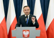 Polish President Andrzej Duda announces his decision to sign a legislation penalizing certain statements about the Holocaust, in Warsaw, Poland, Tuesday, Feb. 6, 2018. Duda said that he will also ask the constitutional court to make final ruling on the disputed Holocaust speech bill. (AP Photo/Alik Keplicz) (Bild: Alik Keplicz / AP / Keystone (Warschau, 6. Februar 2018))