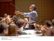 Sogar die Generalprobe war halb-öffentlich: Abbado dirigiert sein Orchester.