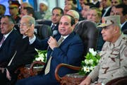 epa06488166 epa06488157 A handout photo made by the Egyptian Presidency shows Egyptian President Abdel Fattah al-Sisi (C) speaking during a ceremony to inaugurate production of the Zohr gas field, in the city of Port Said, Egypt, 31 January 2018. The gas field, discovered in 2015, is located about 180kms off the coast of Port Said and 1,500m deep, and is estimated to have total reserves of around 30 trillion cubic feet of gas. EPA/EGYPTIAN PRESIDENCY HANDOUT HANDOUT EDITORIAL USE ONLY/NO SALES (Bild: Ägyptische Regierung / EPA / Keystone (Port Said, 31. Januar 2018))