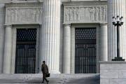 Hinter den Mauern des Bundesgerichtes kamen die Richter zum Schluss, dass das Verfahren der Vorinstanz Mängel aufweist. (Archivbild / Keystone / Laurent Gillieron)