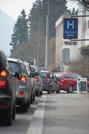 Stau vor dem Spital-Parkhaus gibt es nach wie vor häufig. (Bild: Dominik Wunderli (Luzern, 16. März 2015))