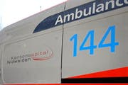 Die verletzte Frau miusste mit dem Rettungsdienst ins Spital nach Stans gefahren werden.