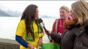 Joelma und Steve Erni aus Weggis im Interview mit der Reporterin von Globo TV. (Bild: Screenshot: Globo TV)