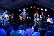 Zum Start der 22. Zuger Jazz Night spielten Murphy Left auf der Bühne beim Gerbiplatz. (Bild: Stefan Kaiser / Neue ZZ)