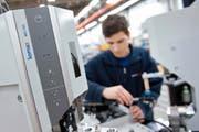 Veraison ist am Kabelmaschinenhersteller Komax beteiligt. (Bild: Boris Bürgisser (Dierikon, 21. März 2016))