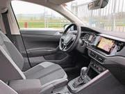 Mit verglastem Navi und reichlich Platz: das Cockpit des neuen Polo.