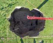 Meter für Meter wird das Loch mit Beton gefüllt. (Bild: PD)