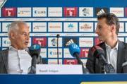Der abtretende Vereinspräsident Ruedi Stäger (links) und Philipp Studhalter, Präsident der FCL-Holding AG, an der Medienkonferenz vom Montag. (Bild Philipp Schmidli)