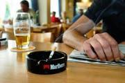Ab 1. Mai ist Rauchen in Restaurants nicht mehr erlaubt. (Bild Markus Forte/Neue LZ)