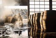 Guter schottischer Whisky reift mehrere Jahre in Eichenfässern. (Bild: Leon Harris/Getty)