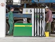 Fenaco zählt über 400 Agrola-Tankstellen schweizweit. (Bild: Martin Rütschi/Keystone (Regensdorf, 25. April 2008))