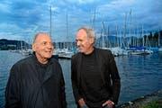 Schauspieler Bruno Ganz (links) und Regisseur Christian Labhart am Mittwochabend beim Open-Air-Kino am Alpenquai in Luzern. (Bild Eveline Beerkircher)