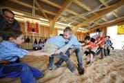 Training mit grossem Spassfaktor in der neuen Schwinghalle bei der Sportanlage Chärnsmatt in Rothenburg. (Archivbild Corinne Glanzmann / Neue LZ)