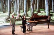 Der Fotograf Mat Hennek und die Pianistin Hélène Grimaud nach ihrer «Woodlands»-Premiere in der Elbphiharmonie Hamburg. (Bild: Claudia Höhne)