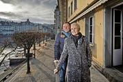 Das Pächterpaar Peter und Silvya Wiesner Joller übernimmt das Hotel/Restaurant Schiff unter der Egg in Luzern. Auf dem Bild zu sehen sind die beiden auf der Terrasse der Immobilie. (Bild: Pius Amrein (Neue LZ))