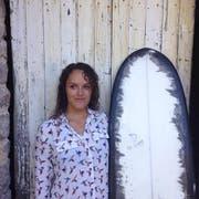 Die Französin Annabel Talouarn ist eine talentierte Surferin und begeisterte Illustratorin. (Bild: PD/Alena Ehrenbold)