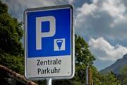 Dank den guten öV-Bedingungen müssen weniger Parkplätze zur Verfügung gestellt werden. (Symbolbild Neue LZ)