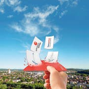 Praktisch und platzsparend: Der SwissPass ist jetzt auch Trägerkarte für die Verbundabonnemente.