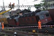 Neben drei Wagen engleisten auch zwei Lokomotiven. (Bild: Urs Hanhart / Neue UZ)