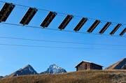 Der weltweit erste Solarskilift besitzt 82 Solarpanel und produziert vier Mal mehr Strom als er benötigt. (Bild: Keystone)