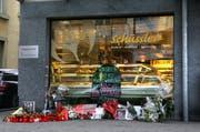 Zahlreiche Kerzen und Blumen erinnerten im Januar 2009 an den verstorbenen. (Bild: Archiv Neue LZ)