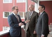 Die Führung der Obwaldner Kantonalbank, von links nach rechts: Direktor Bruno Thürig, Präsident Daniel Dillier und der stellvertretende Direktor Hans-Ruedi Durrer. (Bild: Corinne Glanzmann (Sarnen, 20. Februar 2018))