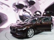 Volvo will in Zukunft nicht mehr mit Benzin und Diesel fahren. (Archivbild) (Bild: KEYSTONE/SANDRO CAMPARDO)