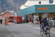 Die Gitschenstrasse musste für rund 75 Minuten gesperrt werden. (Bild: Florian Arnold (Altdorf, 23. November 2017))