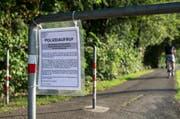 Polizei-Fahndungsaufruf nach der Vergewaltigung am Tatort beim Dammweg in Emmen. (Bild: Keystone / Alexandra Wey)