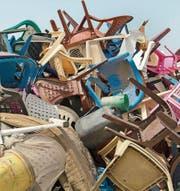 Die Deponie Mbeubeuss liegt in einem Aussenquartier Dakars, mitten im Wohngebiet und ist fast zwei Kilometer gross. Mehr als 2000 Tonnen Haushalts- und Industriemüll werden hier täglich abgeladen – die Lebensgrundlage für Hunderte Abfallsammler. (Bild: Katja Müller (21. Oktober 2017))