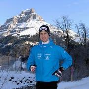 Beim Einlaufen war Simon Ammann noch guten Mutes. (Bild: Keystone)