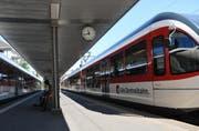 Eine Formation der Zentralbahn am Bahnhof Hergiswil. (Bild: Matthias Piazza)