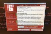 Dieses Bild zeigt einen betroffenen Computer des britischen Gesundheitsdienstes NHS. (Bild: @fendifille/AP (12. Mai 2017))