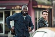 Räuber und Gendarm: Trickbetrüger Mason (Richard Madden, rechts) und CIA-Agent Briar (Idris Elba). (Bild: Impuls Pictures/PD)