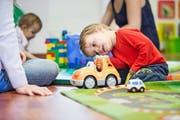 Waren Krippenplätze früher Mangelware, können Eltern heute oft aussuchen, wohin sie ihre Kinder schicken wollen. Im Bild: die Kindertagesstätte Small Foot in Luzern. (Bild Manuela Jans-Koch)