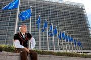Passt der Schweizer zur EU? Die Neue Europäische Bewegung Schweiz will Herr und Frau Schweizer zumindest davon überzeugen. Doch die Bewegung hadert bereits damit, einen neuen Präsidenten zu stellen. (Bild: Keystone/Martin Ruetschi)