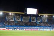 Choreographie der FCL-Fans vor dem Cup-Halbfinal gegen Lugano am 2. März in der Swissporarena. (Bild Dominik Wundelri)