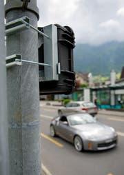 Mit solchen Geräten wird der Verkehr gezählt. (Bild Corinne Glanzmann)