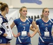 Bedrückte Stimmung bei den Luzernerinnen Korina Perkovac, Dijana Radulovic und Vera Bachmann (von links). (Bild: Dominik Wunderli (Luzern, 19. März 2017))