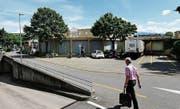 Auch der Anlieferungsbereich für die Migros im Neudorf-Center soll neu gebaut werden. (Bild: Stefan Kaiser (23. Mai 2017))