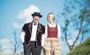 Peter Duss, Mitgründer des Jodlerklubs Doppleschwand, und das jüngste Mitglied Katia Felder. (Bild: Nadia Schärli (Doppleschwand, 6. August 2017))