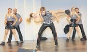 Die Tanzgruppe Dancing Cats aus Baar sorgte mit ihrer Show für Stimmung in der Top-Live-Halle. (Bild: Daniel Frischherz)
