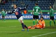Jubel von FCL-Stürmer Adrian Winter gegen St. Gallen vor ziemlich karger Kulisse. (Bild: Philipp Schmidli)