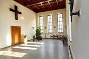 Die Einsegnungshalle beim Friedental: Hier gibt es eine Debatte, ob die Abdankungshalle und die Einsegnungshalle zukünftig ohne Kreuz sein sollen. (Bild: LZ)