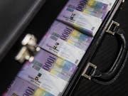 Grosse Banknoten stehen in der Kritik, weil Kriminelle sie dazu benutzten, illegale Einkünfte zu verschleiern oder Geld zu waschen. In der Schweiz sieht die SNB aber diesbezüglich kein besonderes Risiko. (Bild: Gabriele Putzu/Keystone)