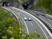 Durch den Gotthard gibt es wieder freie Fahrt (Archiv). (Bild: KEYSTONE/GAETAN BALLY)